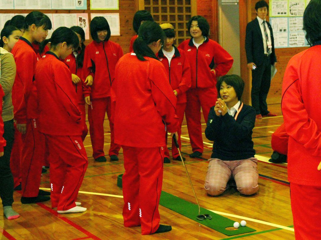 会長・小林浩美が熱血指導!玉城中学校で体験レッスン会を開催