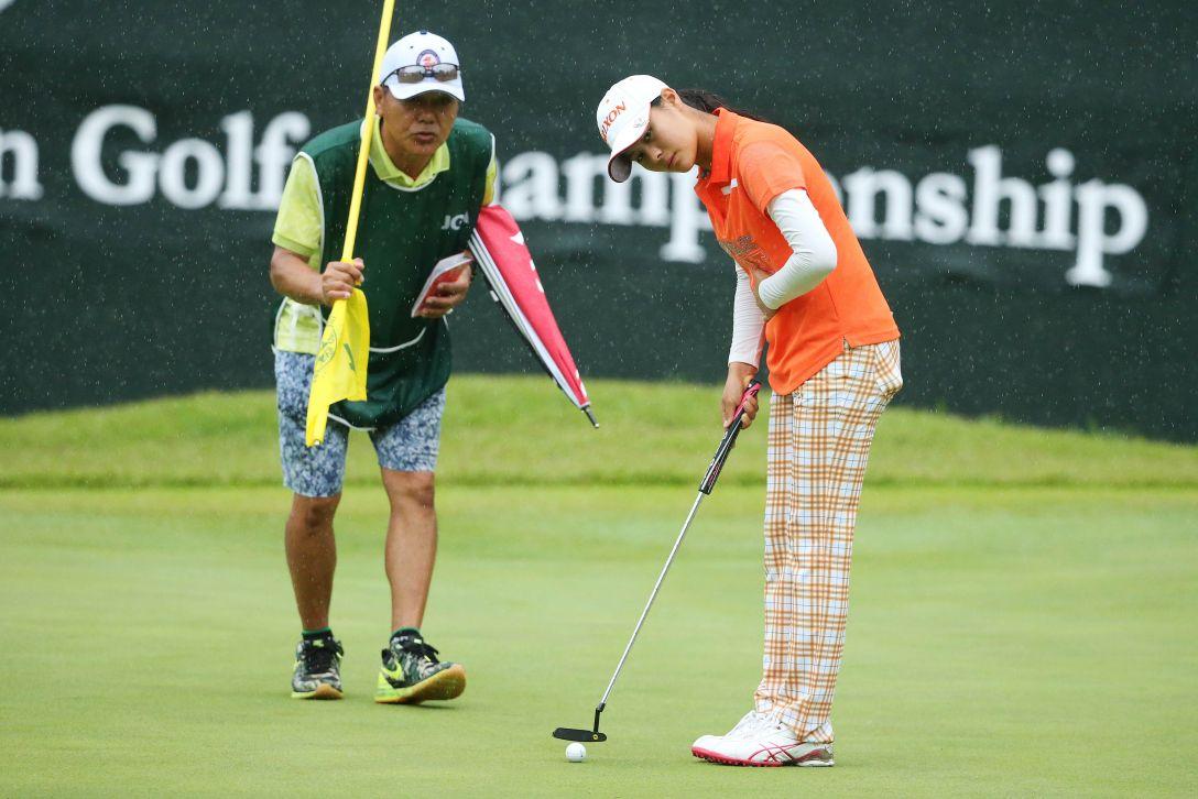 日本女子オープンゴルフ選手権 1日目 新垣比菜<写真:Atsushi Tomura/Getty Images>