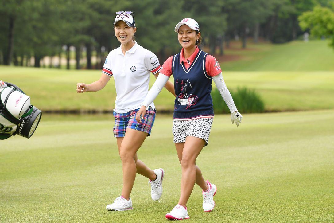 サントリーレディスオープンゴルフトーナメント 1日目 上田桃子・宮里藍<Photo:Atsushi Tomura/Getty Images>