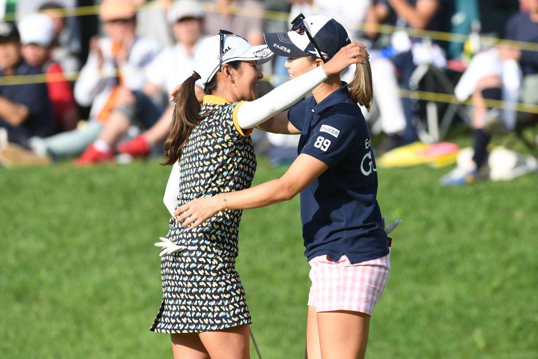 サントリーレディスオープンゴルフトーナメント 2日目 宮里藍・上田桃子 <Photo:Atsushi Tomura/Getty Images>