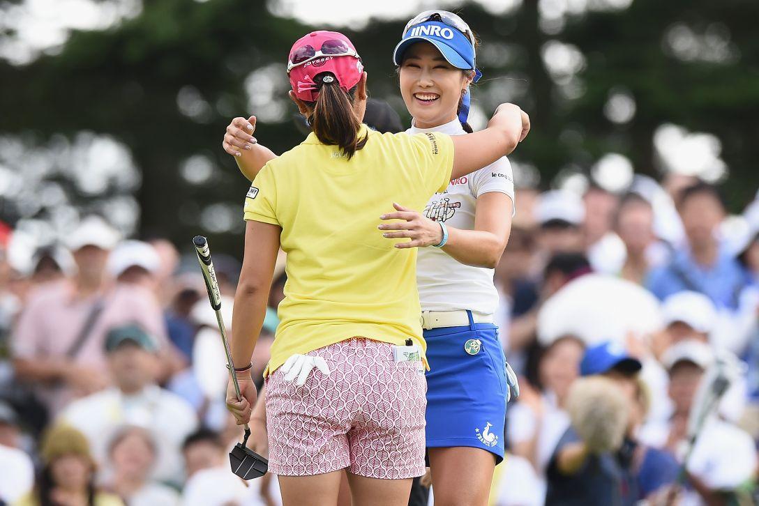 軽井沢72ゴルフトーナメント 最終日 比嘉真美子、キムハヌル <Photo:Matt Roberts/Getty Images>