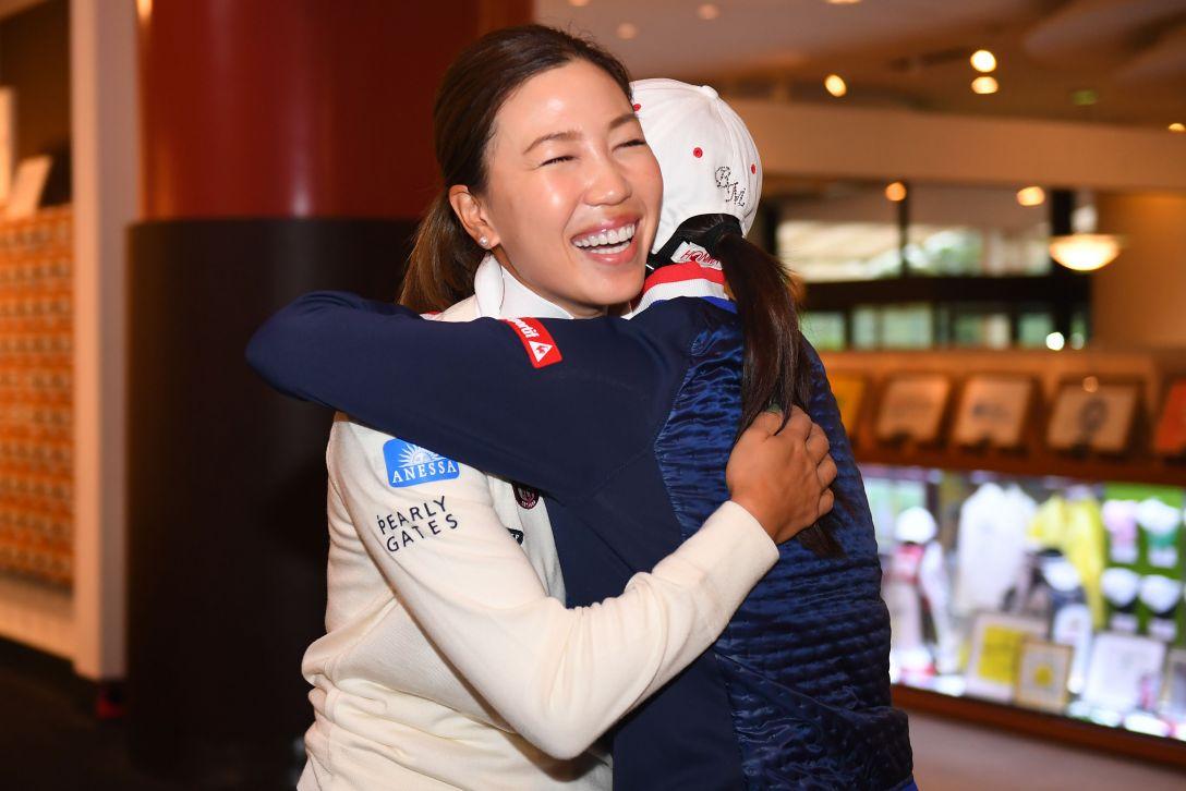 NOBUTA GROUP マスターズGCレディース 最終日 上田桃子、イボミ <Photo:Atsushi Tomura/Getty Images>