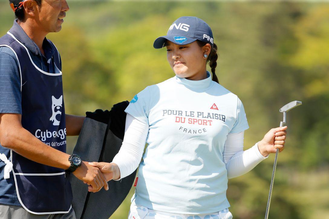 サイバーエージェント レディスゴルフトーナメント 第2日 鈴木 愛 <Photo:Ken Ishii/Getty Images>