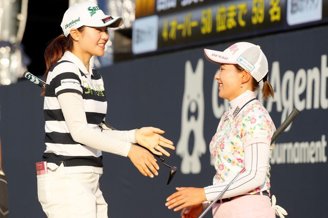 サイバーエージェント レディスゴルフトーナメント 第2日 新垣 比菜 永井 花奈 <Photo:Ken Ishii/Getty Images>