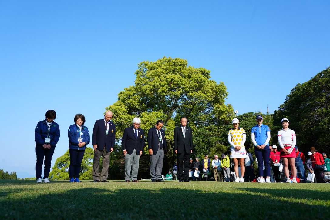 KKT杯バンテリンレディスオープン 第1日 追悼セレモニー <Photo:Masterpress/Getty Images>