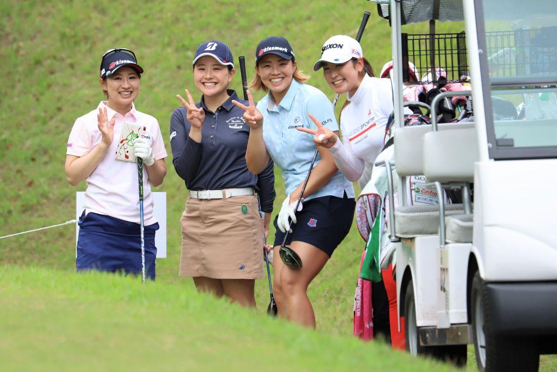 九州みらい建設グループレディースゴルフトーナメント 第1日 川満 八上 山本 田村