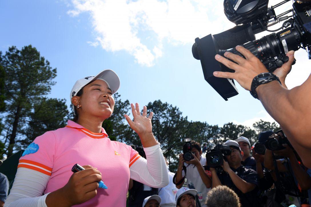 宮里藍 サントリーレディスオープンゴルフトーナメント 最終日 鈴木愛 <Photo:Atsushi Tomura/Getty Images>