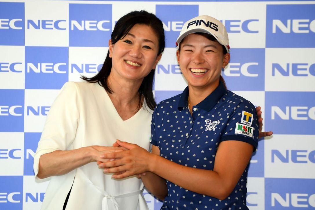 NEC軽井沢72ゴルフトーナメント 第2日 渋野日向子 服部道子 <Photo:Atsushi Tomura/Getty Images>