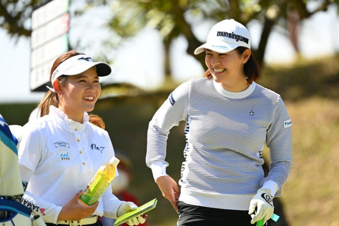 アクサレディスゴルフトーナメント in MIYAZAKI 2021 第2日 新垣比菜 吉本ひかる <Photo:Atsushi Tomura/Getty Images>